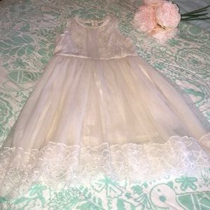 Other - Ivory Lace Flower Girl Dress - Size 6 🌸